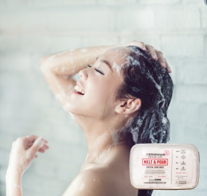 Asian women bathing and she was bathing and washing hair.she is